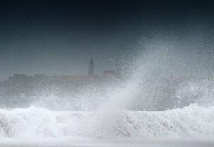 """ثلاث ولايات امريكية تعلن الطوارئ تحسبا للعاصفة """"ايزاك"""""""
