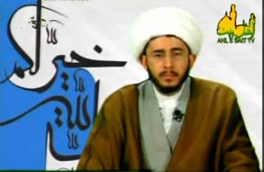 حسن اللهياري كما يظهر في قناته الفضائية المعروفة