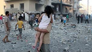 هل تأخرت الدول الغربية بالتدخل في سوريا على أساس انساني بعد مرور أكثر من سنتين على الصراع الدائر فيها؟