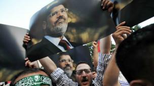 يقول بلاك إن وسائل الاعلام الرسمية المصرية تخلط عن عمد في تقاريرها بين الاخوان والجماعات الجهادية