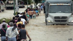 تواجه المكسيك فيضانات عاتية بسبب العاصفتين خلال الأيام الماضية