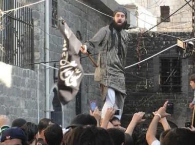 """صحيفة """"خبرترك"""": ترحيل أكثر من ألف أوروبي حاولوا التسلل الى سورية عبر الأراضي التركية"""