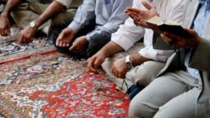 تثير قضية تخلي المسلمين عن ديانتهم جدلا