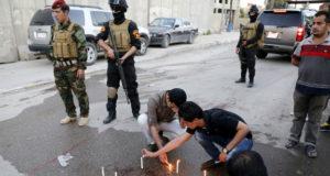 اشعل زملاء الصحفي القتيل الشموع في مكان مقتله