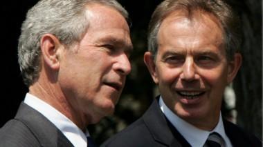 ثمة حالة الغضب في بريطانيا بسبب قرار بلير بالمشاركة في غزو العراق.
