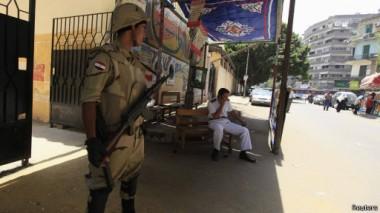 لجنة الانتخابات الرئاسية في مصر مدت التصويت ليوم ثالث في ظل تقارير عن ضعف إقبال الناخبين.
