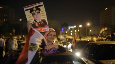 مؤيدو السيسي بدأوا منذ فجر الخميس احتفالاتهم في أكثر من منطقة بالقاهرة بما فيها ميدان التحرير.