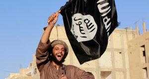 """تنظيم """"داعش"""" يجني أكثر من 3 ملايين دولار يوميا من مبيعات النفط"""