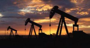 أسعار النفط تتعافى قليلا مع تراجع الدولار