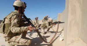 قوات أمن عراقية أثناء اشتباكات مع عناصر تنظيم الدولة في الأنبار.
