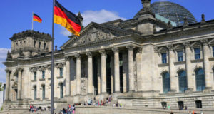 البرلمان الألماني ينظر الثلاثاء في اتفاق إنقاذ اليونان