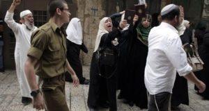 تتيح السلطات الإسرائيلية للمستوطنين اقتحام الأقصى وتضيق الخناق على المصلين المسلمين