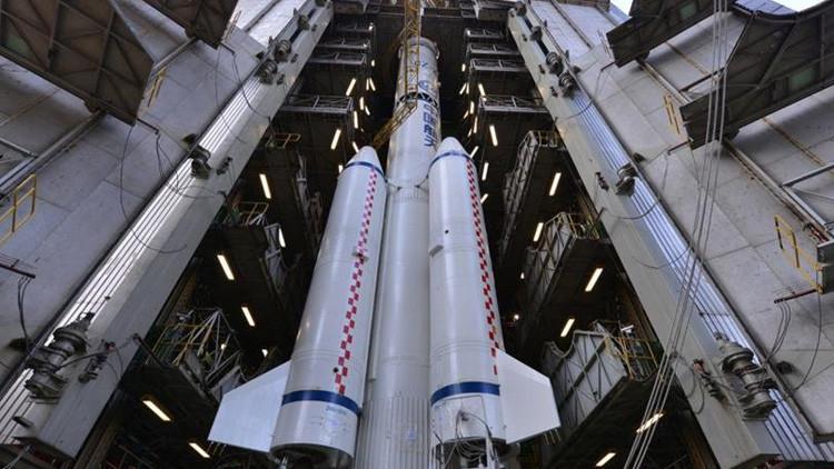 """الصاروخ الصيني """"المسيرة الطويلة-5"""""""