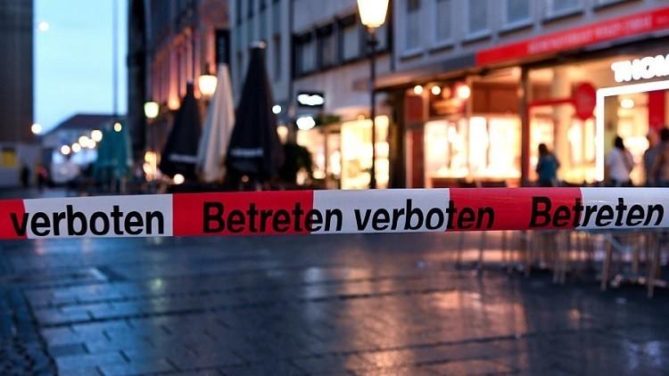 """الشرطة الألمانية: مهاجم ميونيخ مختل عقليا ولا علاقة له بـ""""داعش"""" ولا باللاجئين"""