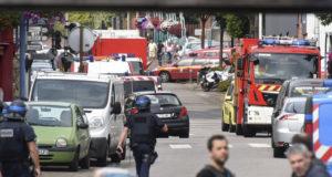 مهاجما الكنيسة أذلا القس قبل ذبحه شمالي فرنسا