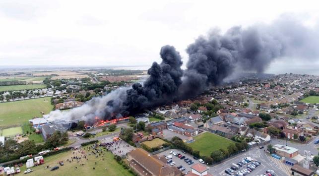 النيران تلتهم مدرسة في سكسس جنوبي إنجلترا