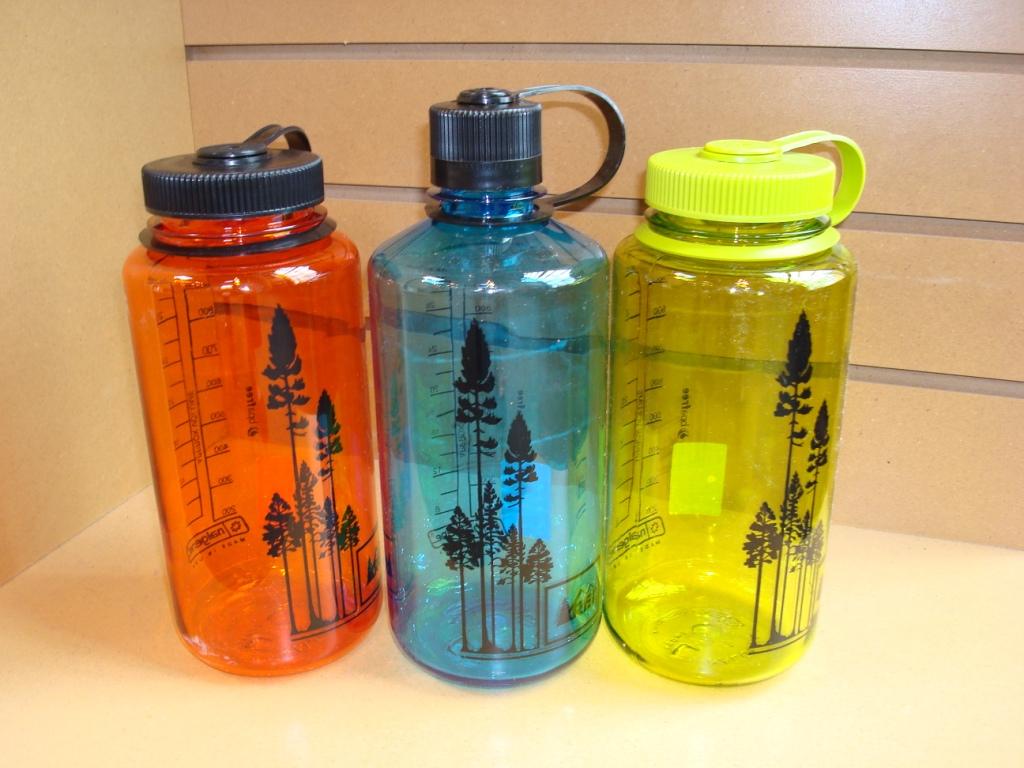 علب المياه البلاستيكيه متعددة الاستخدام