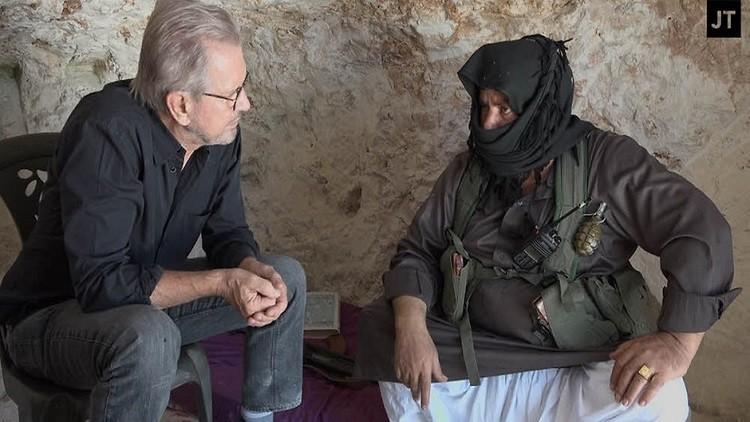 """الصحفي يورغين تودنهوفر يلتقي القيادي في النصرة """"أبو العز"""""""