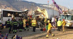 13 قتيلا وأكثر من 30 جريحا جراء تصادم حافلة ركاب وشاحنة في كاليفورنيا