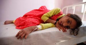 طفلة يمنية مصابة بالكوليرا