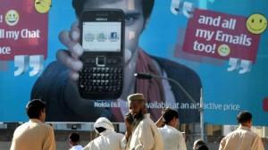 بحث: التحدث عبر الهواتف النقالة يزيد الأنانية