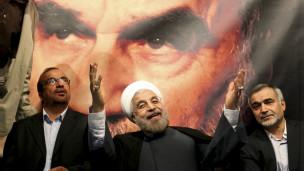 استطلاع للرأي: الإيرانيون مختلفون بشأن دور رجال الدين في السياسة