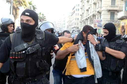 صورة ضبط 11 قطريا بينهم 4 ضباط شرطة في مداهمة لمقر وسيلة إعلام في الجيزة