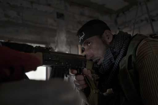 صورة صحيفة: مئات الجهاديين عادوا من سورية إلى بريطانيا وانتحاري سجن حلب تدرب على ايدي شيشان