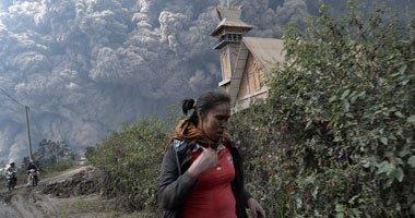 صورة بركان اندونيسى يطلق من جديد سحب الرماد البركانى والدخان