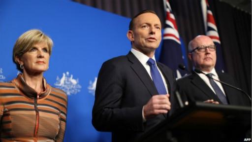 """صورة صور طفل أسترالي """"يحمل رأسا مقطوعا """" تثير احتجاجات"""