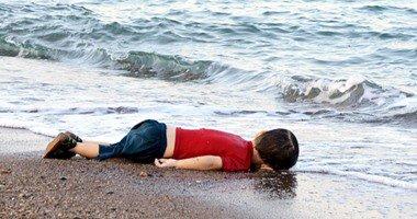 صورة بالفيديو.. بدء مراسم تشييع الطفل السورى إيلان وشقيقه ووالدتهما