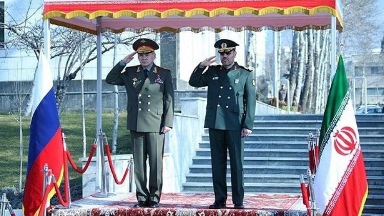 صورة وزير الدفاع الروسي في طهران