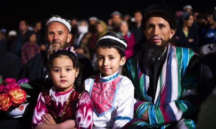 صورة صحيفة بريطانية: السلطات الصينية تحبس مسلمين أويغور بمنازلهم بذريعة مواجهة كورونا